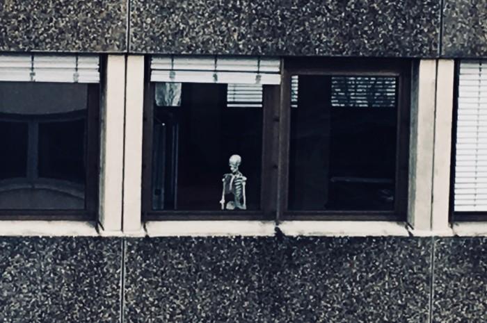 Der Tod am Fenster.