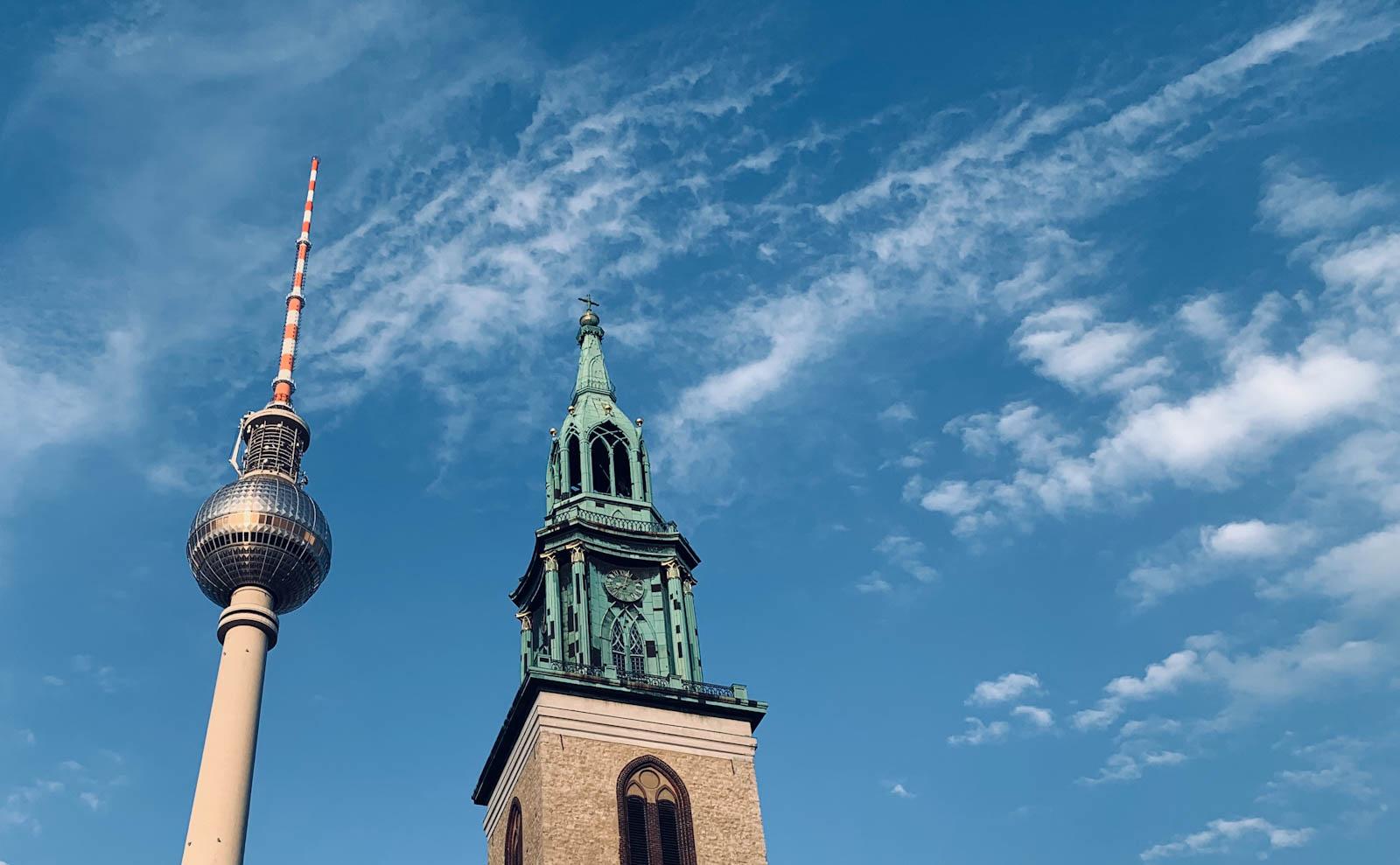 Fernsehturm und Marienkirche in Berlin