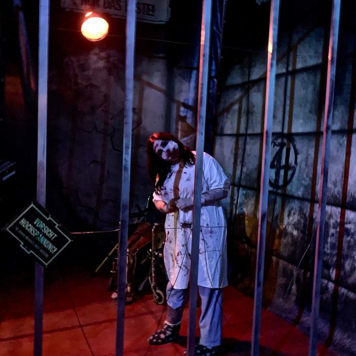 Pausenattraktion des Zirkus des Horrors