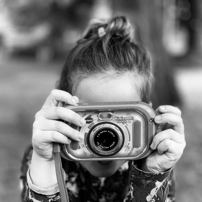 Kleine Fotografin