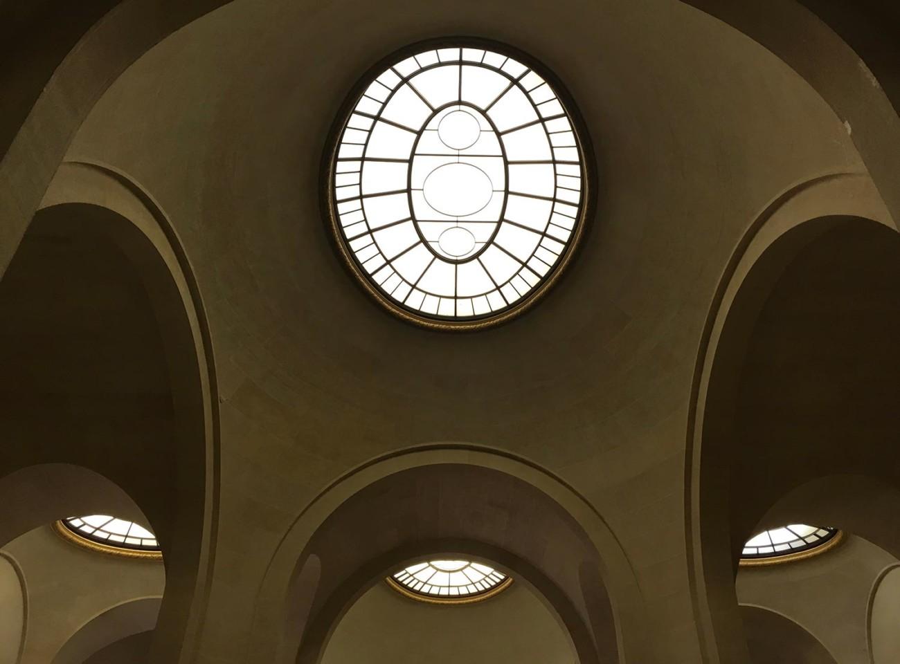 Decke im Treppenhaus des Louvre