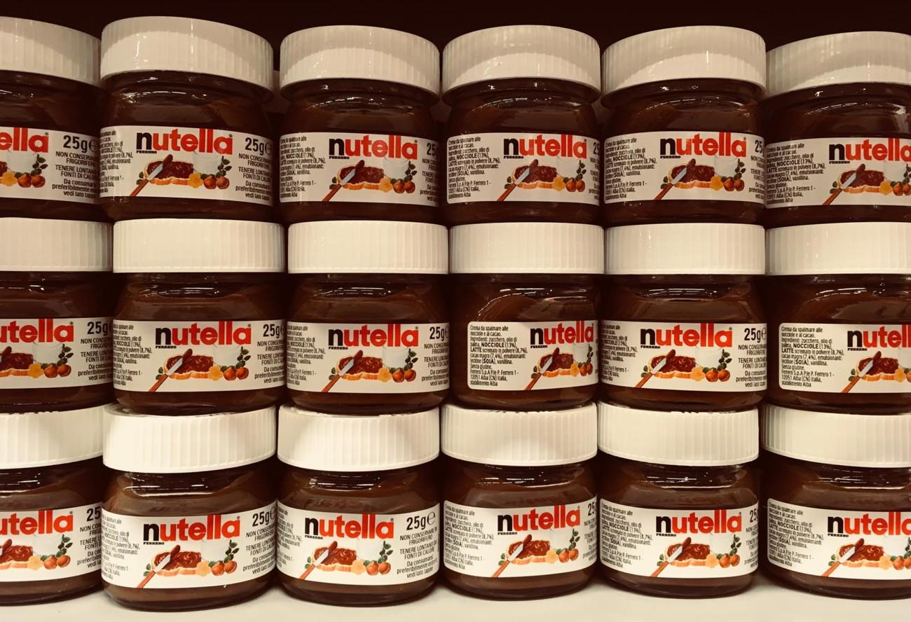 Photo: Nutella im Supermarktregal