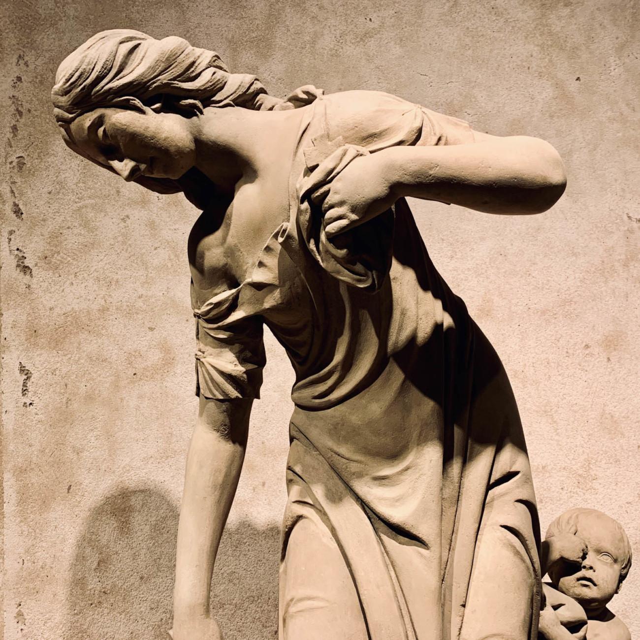 Weibliche Skulptur