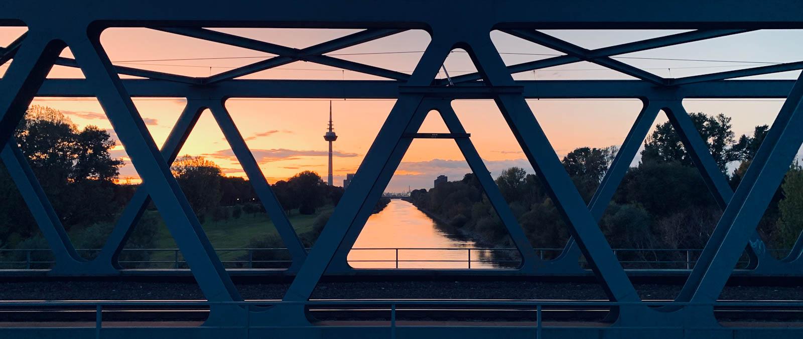 Rohrbrücke Mannheim Neckar