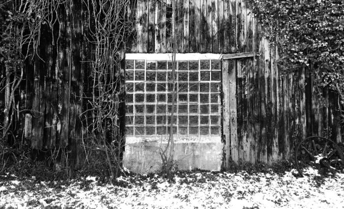 Schwarzweiß Photo: Scheunenfenster