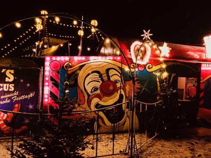 Zirkus is all around