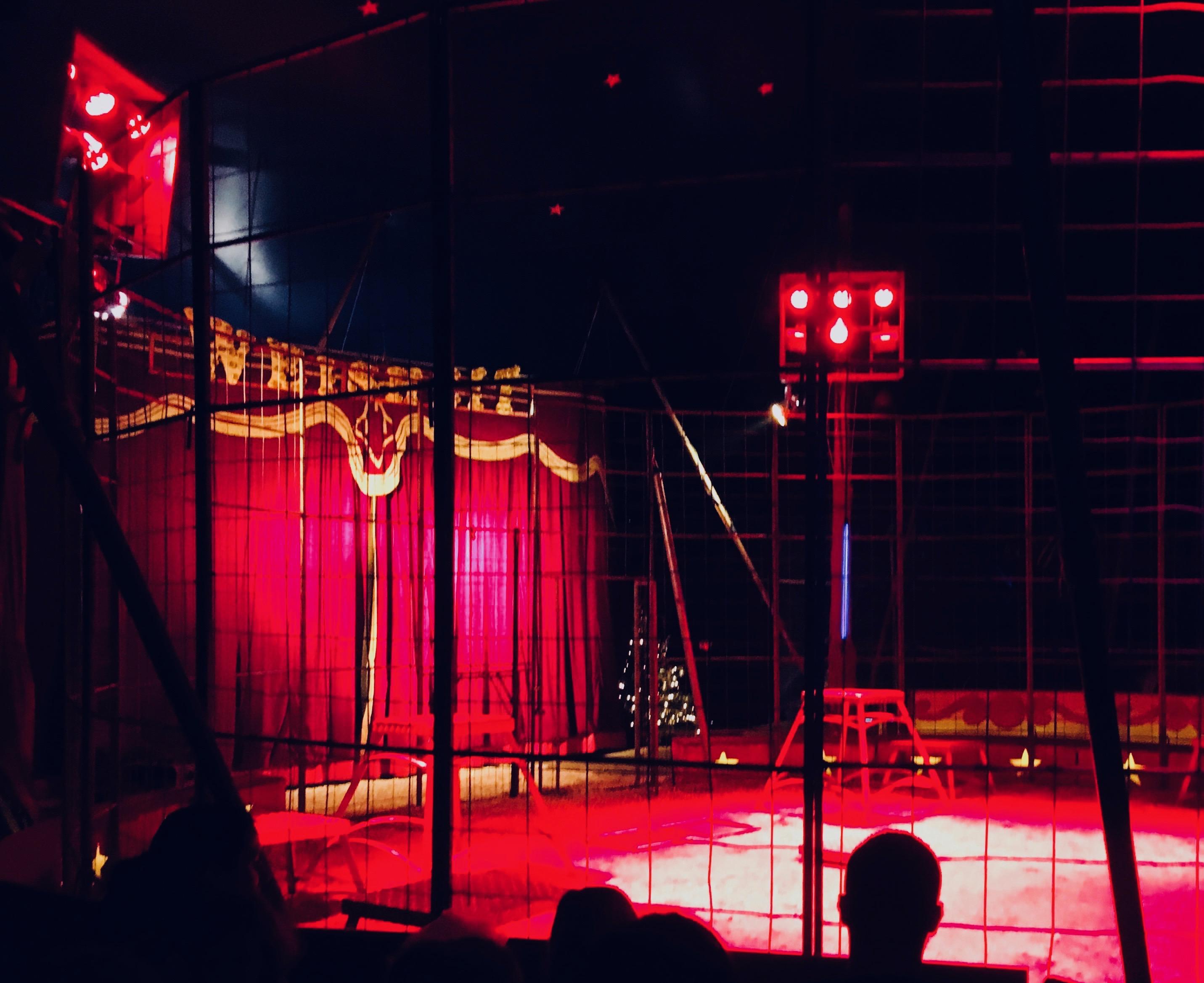 Raubtierkäfig im Zirkus