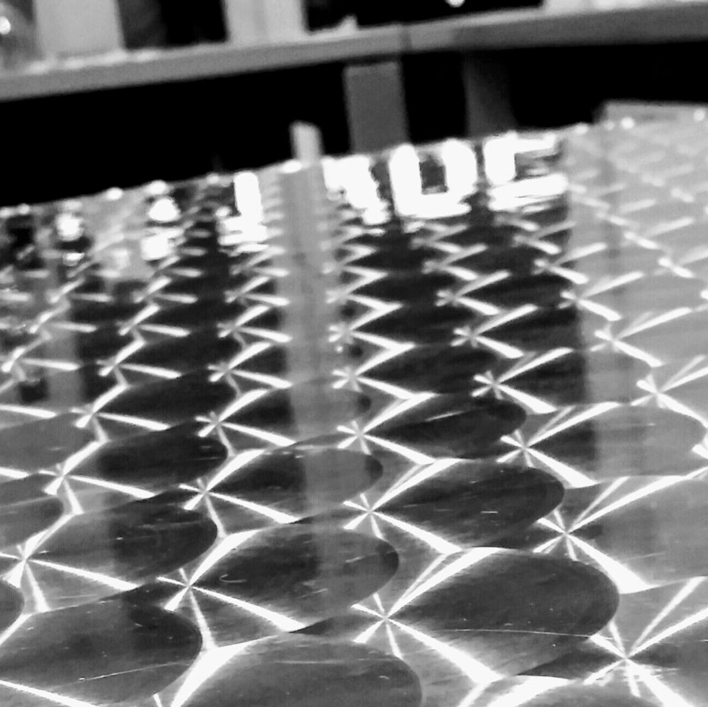 Zirkus011: Tisch in der Mitte